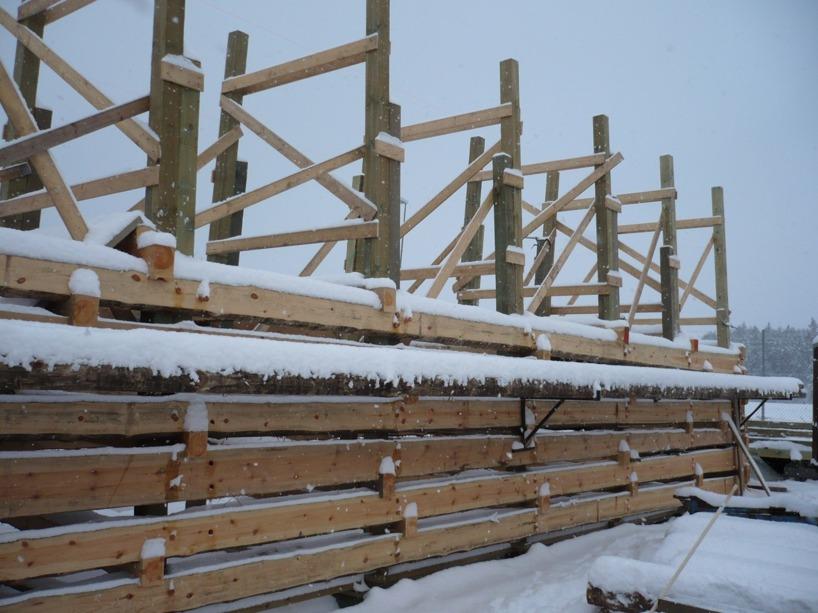 Stenkista i vinterskrud